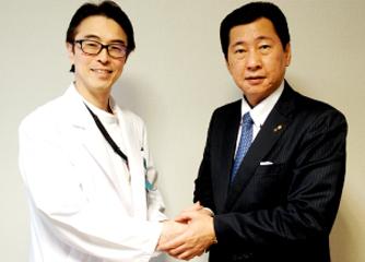 秋山和宏氏(左)